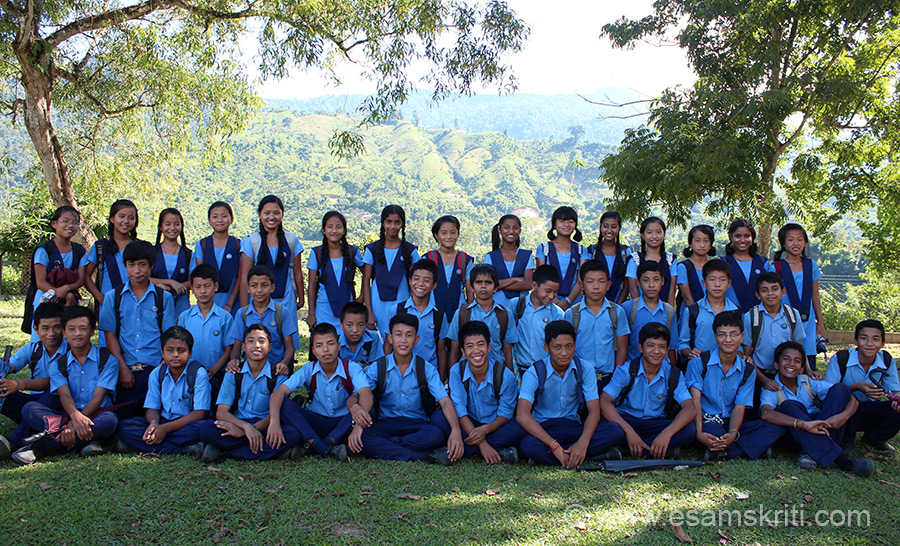 Another group pic of students at VKV Kaporijo class 7. As of Sept 2013 school had 453 students and classes from 3 to 10.