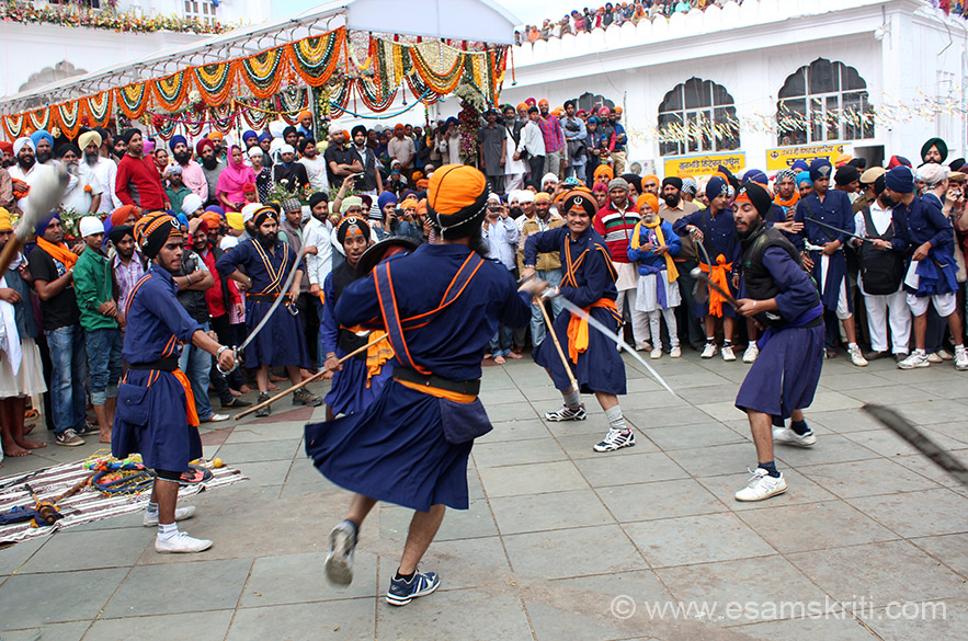 U see a Nihang warrior being attacked by four others. Nihangs, a sect, a known for their blue traditional robes and large turbans which are often embellished. Originally known as Akalis, the Nihang Sikhs are lovingly designated as Guru``s Beloved. They still carry the military ambience and heroic style that was cultivated during the lifetime of Guru Govind Singhji. The word Nihang can be traced back to Persian nihang (alligator, sword) or to Sanskrit Nishanka (fearless, carefree).