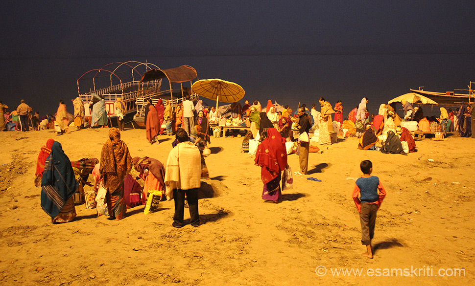 Back to Assi Ghat. Scene at ghat 5 am. Devotees getting ready to go for Ganga Snan or bathing. It was quite cold in the morning, that did not deter devotees.