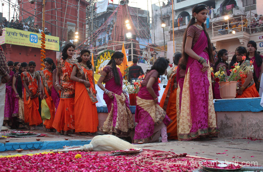 Girls from a local college took part in the Maha Ganga Aarti. Their saris are awesome. U shall see their pics later. Varanasi gets its name from Varuna river, ancient Kashi lay on the 