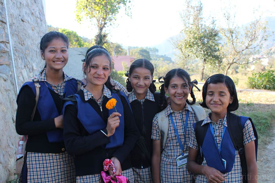 In Pithoragarh met these girls returning from school. They called me Mr India. The one of with the flower is Mamta. She gave me the flower after I clicked the pic. The one on extreme left of 