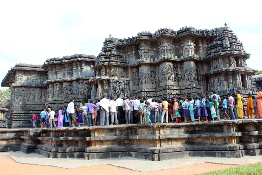 North western side of temple. Right to left first is stone chariot, sculptures, stone chariot, sculptures and temple north side entrance on extreme left of pic.