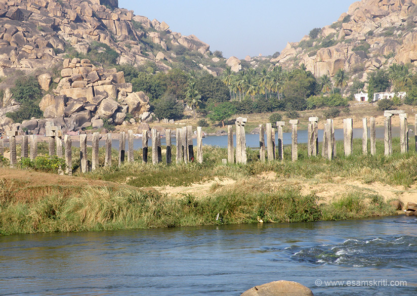 Close to the Purandara Mantapa is the ancient birdge, that you see, which connected Hampi with Anegundi. It was built in 1383. The mantapa is named after the legendary poet  Shri Purandra Dasa.