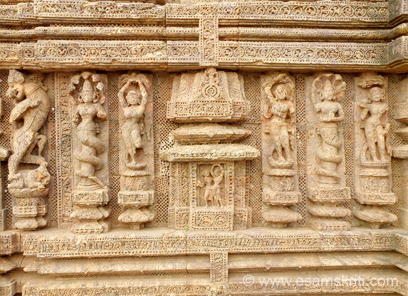 Left to right is described in pic 6, next is a Nagakanya, next is a lady with her hands above her head, centre in the niche are two girls who are dancing. Of the next three the centre lady is a Nagakanya and other two are striking a pose.