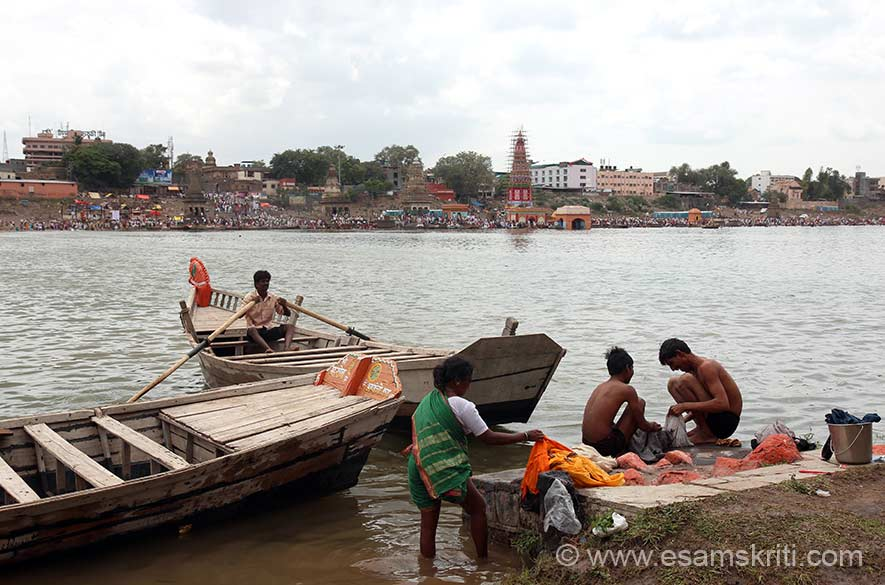 "I took a boat and crossed the river. A view of the temples on river bank. There were huge crowds on right of pic and ahead. To see pics by Vinod Khapekar <a href=""http://www.vinodkphotos.com/blog/enthusiasm-of-varkari-folk/"" target=""_blank"">Click here</a>"