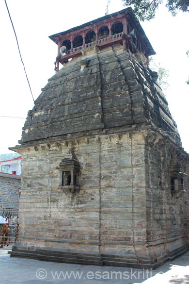 Rear side of temple is quite similar to the temple at Kedarnath.