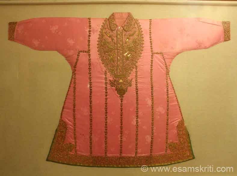 Loved this costume, kurti looks very royal.