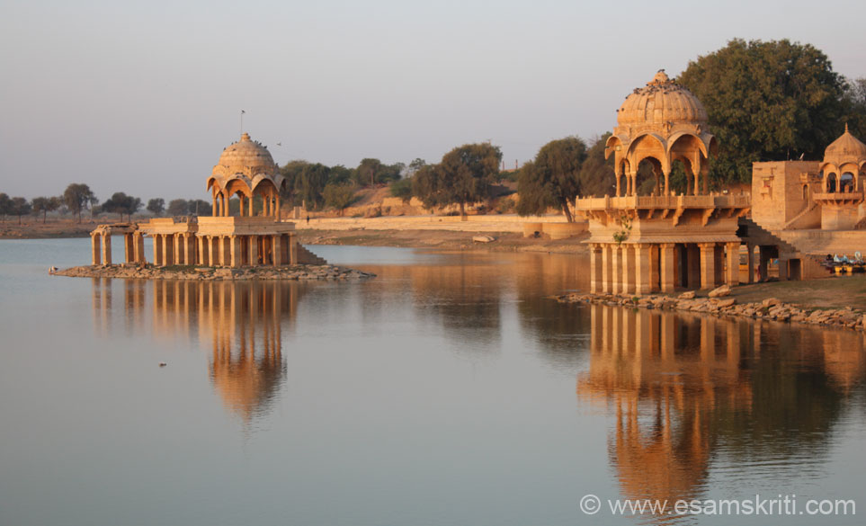 Note pics of Chhattris in the water. One is on banks of lake and another is in the lake. To read about the architectural aspects of Chhattris, good pics <a target=_blank href=http://travel.paintedstork.com/blog/2012/06/photo-essay-chhatris-rajasthan-orchha.html>Click here</a>