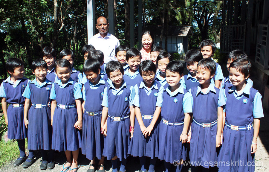 Students of primary section. Man in pic is school Principal Pandeyji and lady is local teacher. Pandeyji has spent over thirty years teaching the children of Arunachal. Dominant tribe in this area is Mizo Mishmi. As on date of visit school has app 275 students of which 210 stay in hostel. Classes are 4th-10th.