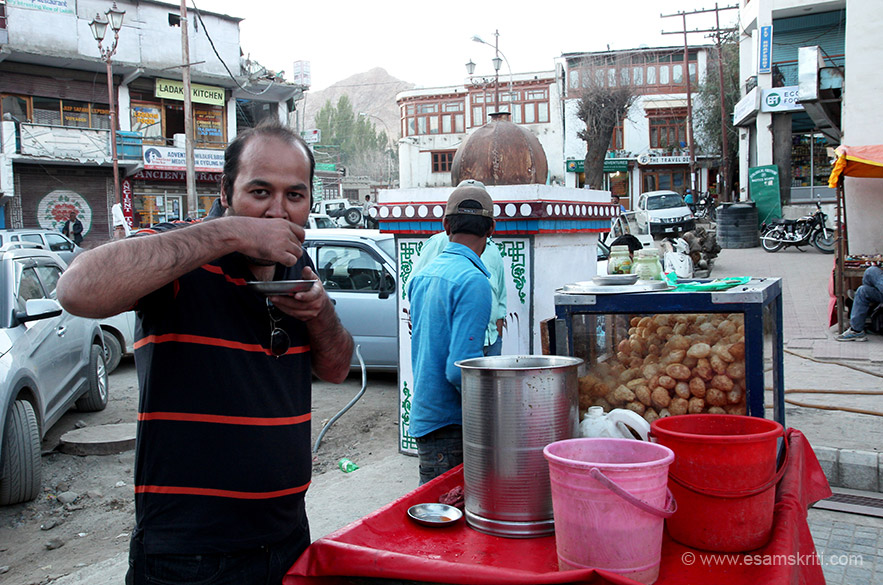 Pani Puri being enjoyed by Atul K in main market Leh. Saw about 5 pani puri stalls in the market. Pani puri, idlis and dosa are now available in virtually every part of the country.