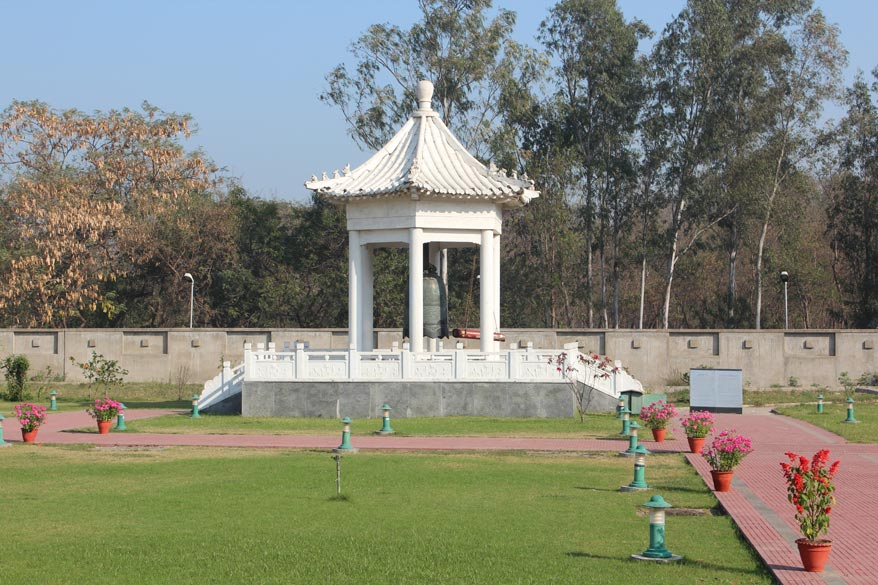 Huge bell in the garden. The memorial attracts lots of Chinese tourists. We know names of atleast 3 Indian painters-Sakyabuddha, Buddhakirti n Kumarabodhi who worked in China in Wei period.