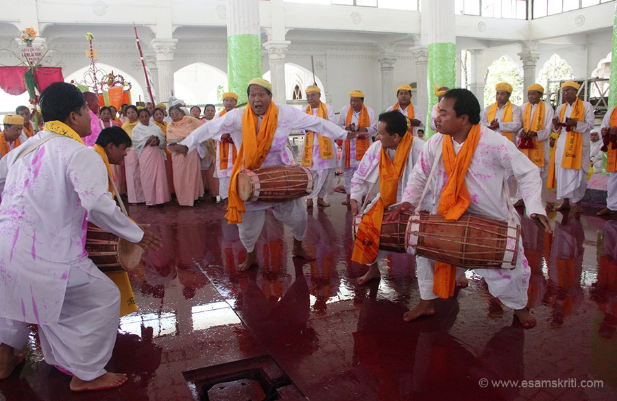 Devotees inside the Shree Shree Govindaje Temple at Imphal. Music is an important part of life in Manipur. Saw that during the dance performances at Sangai Festival 2014.