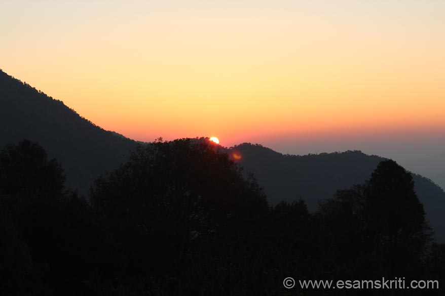 Sun rise left is Bhatkot mountain highest peak in the area at app 10,000 feet. It is a 20 km trek from Pandukholi both ways whose pics u shall see later.