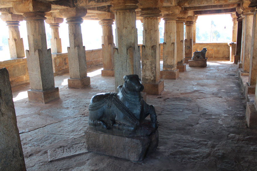 Inside the temple u can see two Nandi``s (Shiva``s carrier) in black granite. On left of pic right in front of each Nandi are sanctum sanctorum. This temple was restored recently.