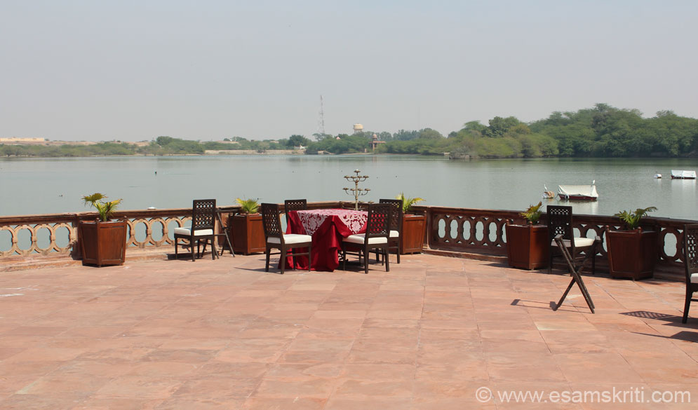 Minutes away from Dungar Niwas is this sitting area. Reminded me of a similar sitting area on the banks of Picchola Lake, City Palace complex Udaipur. Spent a few minutes here, was lovely even at 1 pm.  Saw many bird enthusiasts in the hotel. The tennis courts have a beautiful veranda pavilion constructing using ancient Hindu architectural blueprints - missed this.