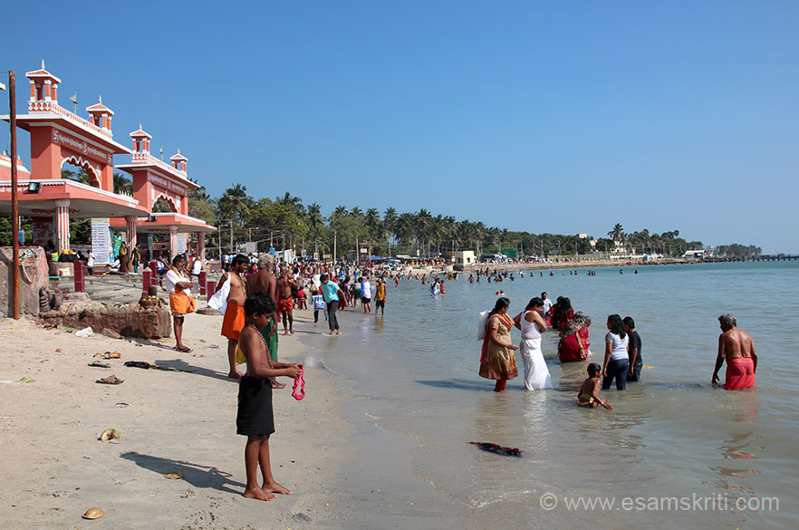 This is AGNI Theertham where piligrims bath before going to temple for darshan. The water of this place is considered sacred and known as Agnitheertham.