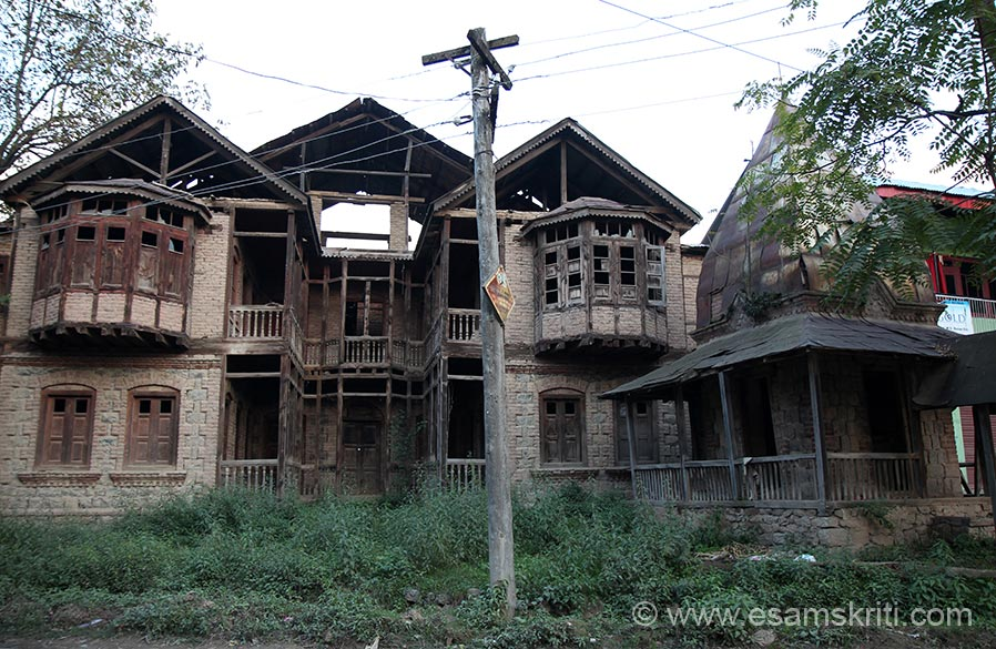 On the way to Martand Mandir we saw deserted Kashmiri Pandit homes, a reminder of what happened in the 1990````s.