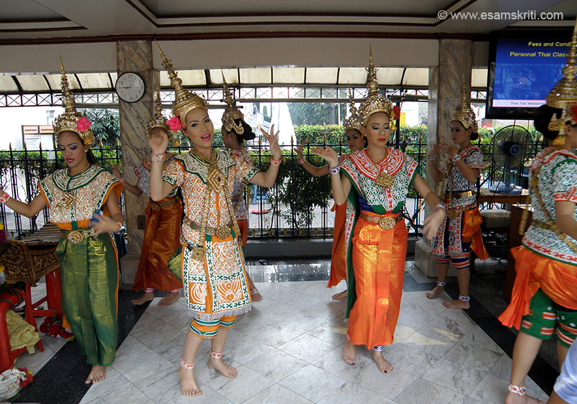 In the complex is a small area where devotees can, on making a contribution, get a group of girls to sing for them. Showing many pictures for you to notice their dress, dancing style and musica l instruments. You see picture one.
