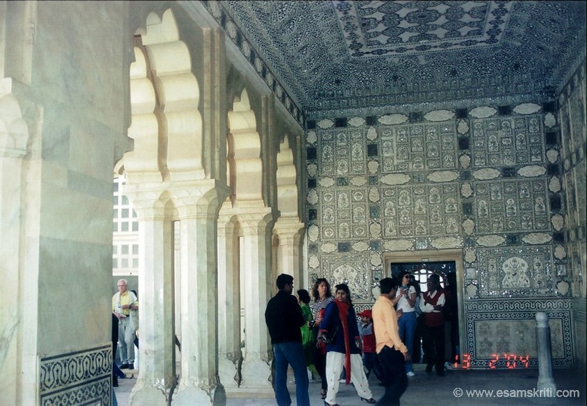 A view of the Jai Mandir, note the walls & the ceiling.
