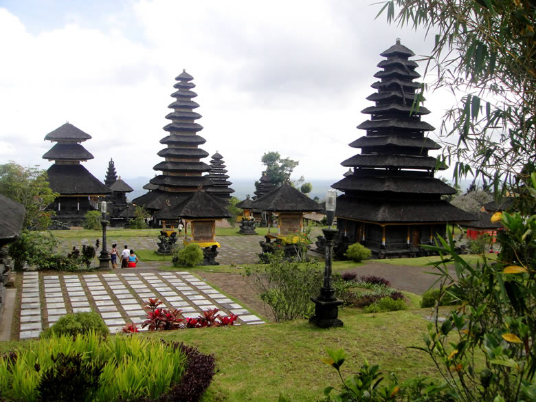 The openness of this architecture makes one admire the Balinese for their closeness to nature.