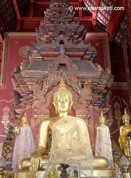 Close up of the Buddha image in viharan one.
