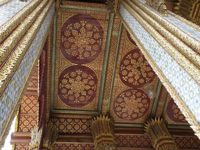 Found the ceilings in all Thai wats to be very well painted. You see the ceiling of Emerald Buddha shrine.