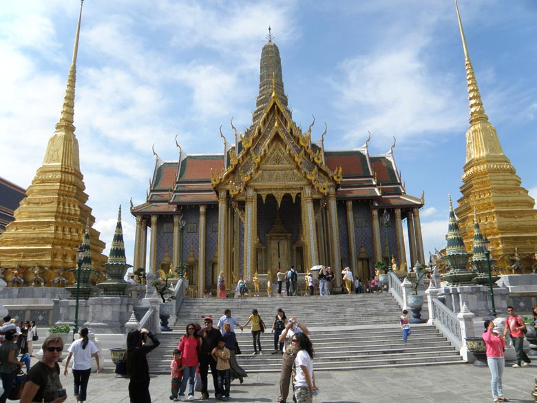 You see an overview of The Royal Pantheon ie Prasat Phra Dhepbidorn. Here statues of past rulers of Chakri dynasty are enshrined. Very beautiful monument so sharing a few pictures. It has golden colored chedis (stupas) on either side.