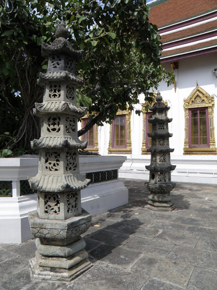 Close to Angkor Wat saw these two structures. Look by Deepsthambs that we have in India. Saw similar deepsthambs at Wat Suthat Bangkok.