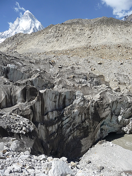 You see Gaumukh glacier on right hand side of picture, top of glacier in centre and top left is Shivling.