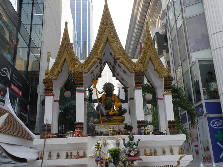Very close to Erawan shrine on the same side of the road is a small temple dedicated to Lord Indra. In the Siam-Niramit brochure it states `Ascend to Daow-wa-dueng, the second level of heaven, where Indra, the greatest deity of all presides. The temple design is typically Thai.