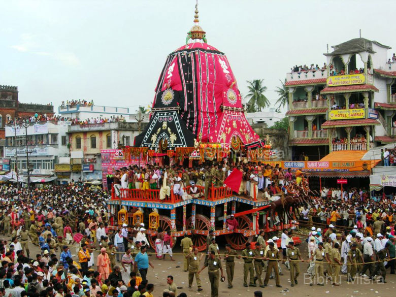 The chariot wheels are seven feet in diameter. Subhadra``s chariot has 12 wheels, Balaram``s chariot has 14 wheels and Jagannath``s chariot has 16 wheels.