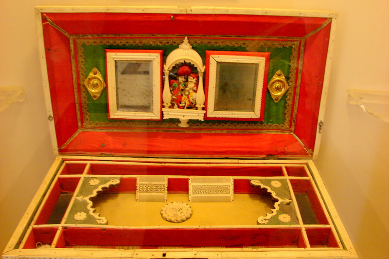 Display of the royal cosmetic/vanity box