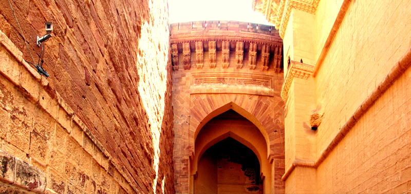 One of the 7 large entrances to the fort. Each entrance was built by the ruler after winning a major battle with other Rajasthani kingdoms and even the Mughals.