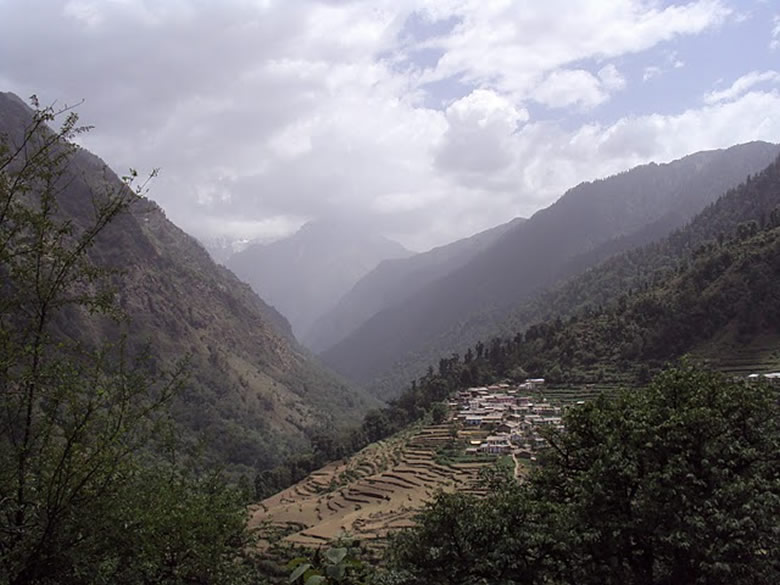 View of the valley that leads to Pindari Glacier