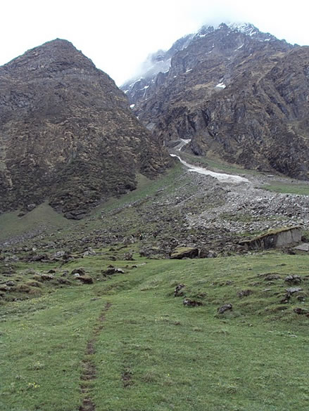 Trail leading to Zero point ie Pindari Glacier