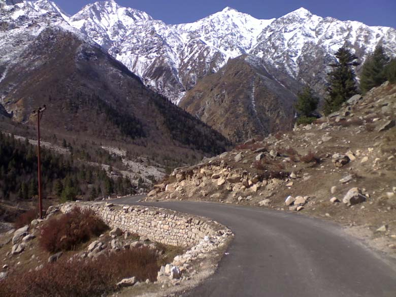 Road to Kinnaur enchantment, the Rupin way. Not least bit jammed in late-autumn.
