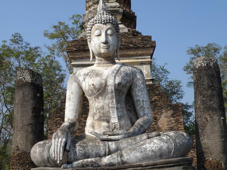 A close up of the Buddha image in Wat Trapang Ngoen.