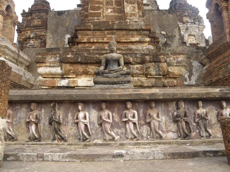 Pilgrims and monks in relief walking in procession clockwise around the main Chedi.