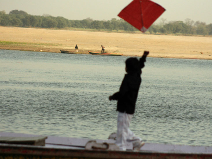 A kid trying to fly a kite. This is such an unusual scene from the ghats of Varanasi. Also see other pictures on Varanasi.