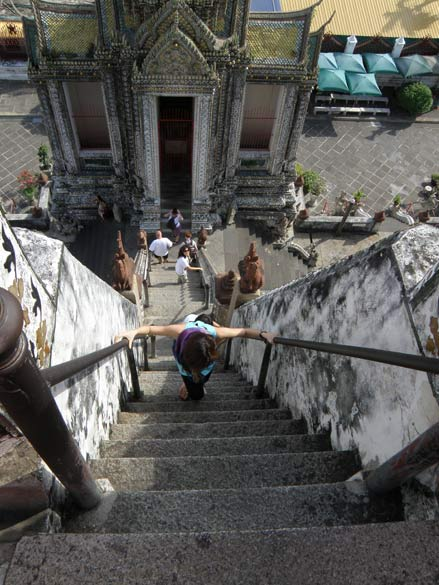 The steps up the prang are very steep, be careful.