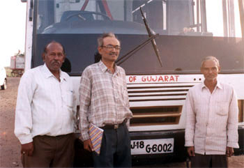 In the background of a Gujarat Tourism bus you see left to right, our driver Solankiji (super driver always smiling), our guide Patnaikji (whose Sanskrit slokhas and Hindi songs made the trip very enjoyable not to forget excellent work as a guide) and the