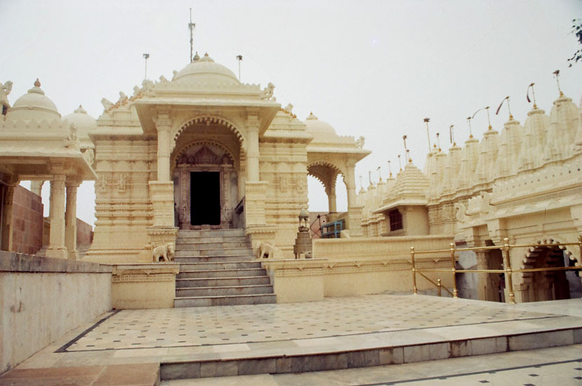 As you enter the temple complex the first temple on your left is that of the 5th Tirththankara Shantinathji. After this you have a series of temples on either side. Did not click them since there was none to tell you whom they represented.