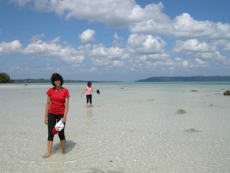 In Havelock you can walk deep into the sea at low tide. The waters are crystal clear and kids are freaking out