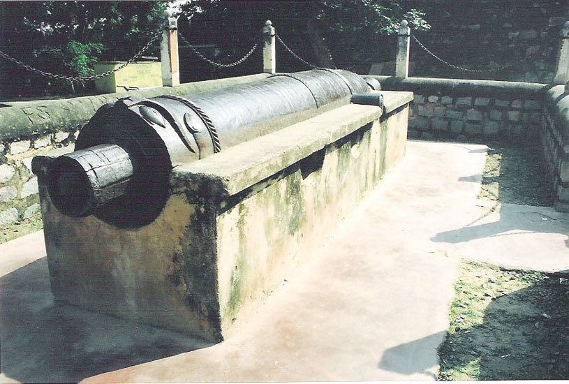 Bhawani Shankar Cannon is placed in North South direction having a crocodile face design in its front portion and the lateral portion is designed like a elephants face. Total measurement is 5 mt by .60 mt with a diameter of .52m. This was not used when the British attacked Jhansi because if used it would destroy Kalmosar temple on hill. Unfired gola or ammunition is still there in the mouth of the cannon.