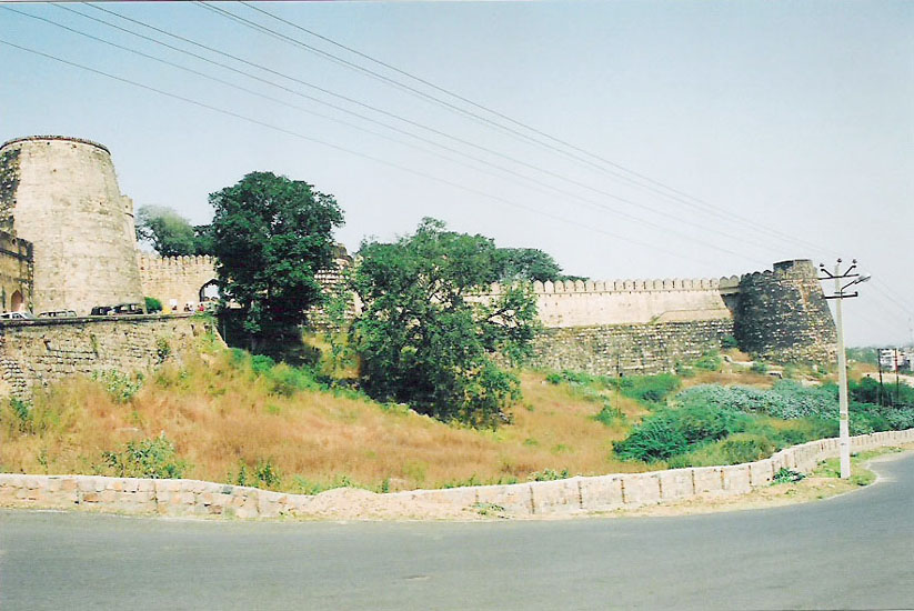 You see the fort. It was built by Raja Bir Deo in 1613, with concentric walls, 5.5-9 m high and ten gates. The fort is not an imposing structure with high walls or at a great height.