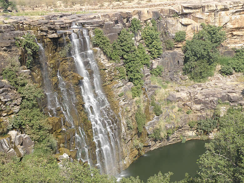Another view of the waterfall. Was surprised to see a waterfall in Rajasthan.