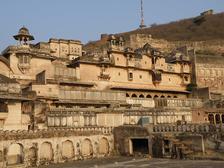 Clicked this from the roof of Chatra Mahal you see the Bundi palace.