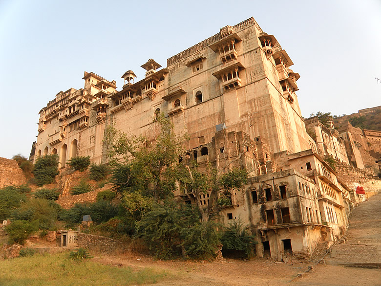 Main mahal in fort. First high level in right and centre is Chatra Mahal which has exquisite paintings. Above that which u cannot see is Badal Mahal.