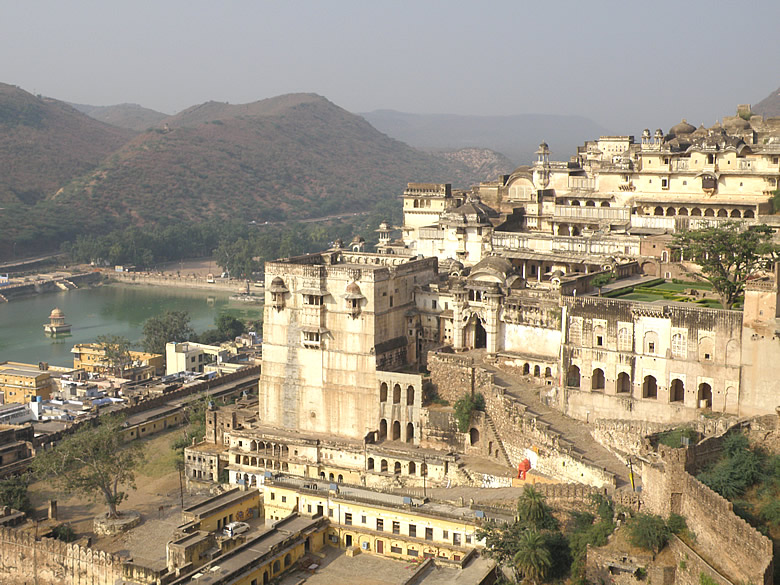 A view of Bundi palace with Nawal Sagar. The green garden that you see is the Chitrashala.