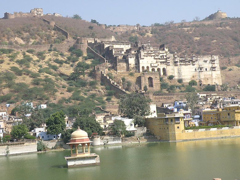 Early morning click of Nawal Sagar, Bundi Palace and Bhim Burj higher up. Next picture is clicked in the evening.